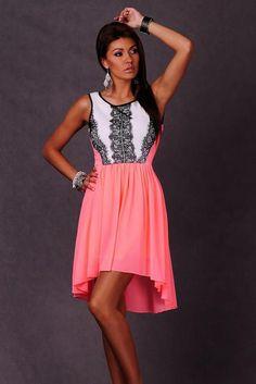 fad05873b319 štýlové spoločenské šaty s tylovou sukňou a čipkovým lemom