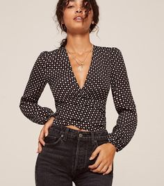Discover the casual but cool outfit ideas fashion girls are wearing this summer. White Shirts Women, Blouses For Women, Casual Tops For Women, Girl Fashion, Fashion Outfits, Womens Fashion, Fashion Shoes, Bluse Outfit, Casual Outfits