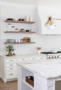 Design: Ursino Interiors // Photo credit: Raquel Langworthy // Renovations: Merrick Builders Co Kitchen Shelf Decor, Kitchen Shelves, Kitchen Tiles, Corner Shelves, White Tile Kitchen, White Kitchen Interior, Neutral Kitchen, Kitchen Decorations, Floating Shelf Decor