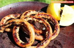 chinchulines rellenos de provenzal Barbacoa, Onion Rings, Relleno, Carne, Sausage, Meat, Ethnic Recipes, Food, Cow