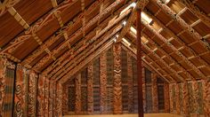 This is of the inside of a wharenui (literally translated as 'big house'), which lays on a Marae, which is an enclosed area of land where every special event in Maori culture takes place. Polynesian People, Vintage Tiki, Hall Interior, Maori Art, Big Houses, South Pacific, Luau, Anthropology, New Zealand