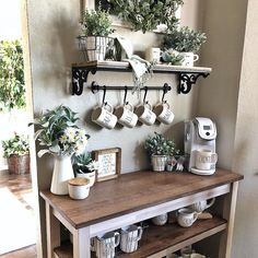 Phenomenal Do It Yourself Coffee station Concepts for Your Cozy Home - A Do It Yourself coffee bar in your home can assist you amuse family, buddies, liked ones. diy kitchen decor Best Home Coffee Bar Ideas for All Coffee Lovers Coffee Bars In Kitchen, Coffee Bar Home, Home Coffee Stations, Coffee Bar Station, Tea Station, Coffee Kitchen Decor, Coffee Station Kitchen, Kitchen Bars, Kitchen Worktop