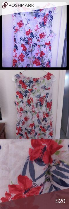 Eddie Bauer dress red,white, blue tropical flower Beautiful cotton dress with lining Usenet it. Offered full coverage can wear with or without a tank top. Red white and blue with a hint of green. Great summer dress! Tank top , no sleeves. With tie around waist. No wear, tear, marks, stains or imperfections. Eddie Bauer Dresses