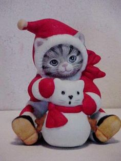 1987 SCHMID Kitty Cucumber Gray Tabby in Santa Suit with cat Snowman