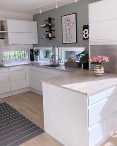 G o d k v e l d 🌿 Håper dere har hatt en fin dag💛 Nå skal jeg en liten t. Home Decor Kitchen, New Kitchen, Interior Design Living Room, Home Kitchens, Kitchen Dining, Kitchen Cupboard, Kitchen Modern, Casa Mix, Cuisines Design