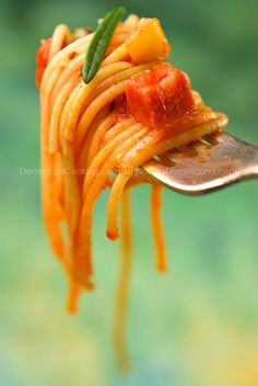 Espaguetis (Spaghetti a la Dominicana) by dominicancooking: Spaghetti like you've never tasted before. Prepare for encores. Total time 30 minutes. #Spaghetti_a_la_Dominicana #Dominican_Republic #Pasta #dominicancooking