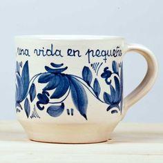 """Taza Azul, artesana cerámica. pintada a mano. """"Un día una vida en pequeño."""" 18,00€ www.luminariaregalos"""