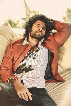 Vijay Devarakonda is a very famous film actor and Director. He also works in the Telugu film industry Sanjay Leela Bhansali, Top Male Models, Beard Game, Photos Hd, Vijay Actor, Vijay Devarakonda, Photoshoot Pics, Actor Photo, Actor Picture