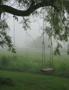 Em certas manhãs, mal dava para ver o balanço por causa da neblina vinda do lago.