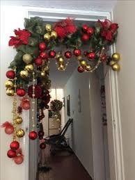 Resultado de imagen de arreglos navideños con guirnalda alambrada