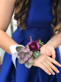Stylish Wedding Corsage Ideas You Can't Miss! Homecoming Flowers, Homecoming Corsage, Prom Flowers, Wedding Flowers, Prom Corsage And Boutonniere, Corsage Wedding, Boutonnieres, Wedding Bouquets, Succulent Corsage