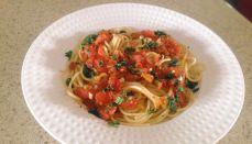 Spaguetti con salsa de tomate y albahaca Pasta, Spaghetti, Healthy, Ethnic Recipes, Food, Beverages, Blame, Tomato Basil Soup, Soups