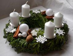Adventní věnec - vločky / Zboží prodejce MišaNep | Fler.cz Minimalist Christmas, White Christmas, Christmas Time, Xmas, Christmas Advent Wreath, Homemade Christmas Decorations, 25th Wedding Anniversary, Cake Decorating Techniques, Diy Wreath