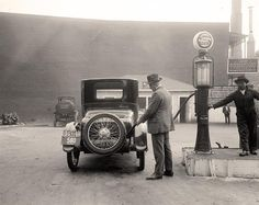 A rare photo of Old Cars in Garage. It was taken between 1905 and 1945 by Harris & Ewing. Love old gas stations. Rare Photos, Vintage Photographs, Vintage Photos, Old Pictures, Old Photos, Antique Pictures, Vintage Cars, Antique Cars, Retro Cars