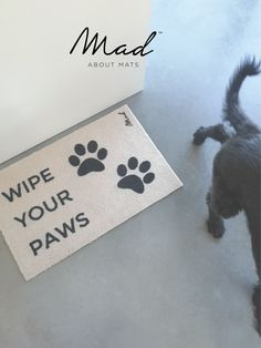 Wipe your paws and keep the house clean with this doormat. A real must-have for doglovers!