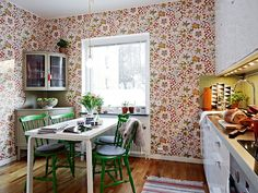 Josef Frank floral print wallpaper in kitchen white table green chairs green tile back splash Kitchen Wallpaper, Of Wallpaper, Wallpaper Ideas, Home Decor Kitchen, Kitchen Dining, Floral Print Wallpaper, Flowery Wallpaper, Botanical Wallpaper, Kitchen Spotlights