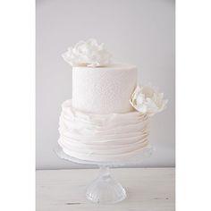 Petite wedding cake  . #cake #weddingcakes#prettycakes #freshflowers #love #seminakedcake #nakedcake #white #weddings #perthweddings #perthweddingcakes #weddjngcakesperth #cakeinspiration #bride #bridetobe #perthbride #weddingplanner #perth #australiaweddingcakes