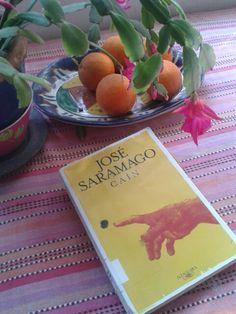 """Cain,  José Saramago. """"...porque, al fin y al cabo, caminantes somos y por el camino andamos.  Todos, tanto los sabios como los ignorantes. """" Leído Agosto 2015."""