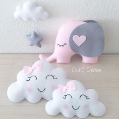 Mom and baby cloud # cloud # elephant # cloud # cushion # cushion # felt # feltro # girl # gro . Cute Pillows, Baby Pillows, Kids Pillows, Baby Crafts, Felt Crafts, Kids Crafts, Diy Bebe, Baby Shawer, Baby Sewing Projects
