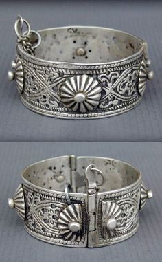 Morocco | Antique silver Berber hinged bracelet from Meknès | Late 19th to early 20th century (has 5 hallmarks from that period) | 320$