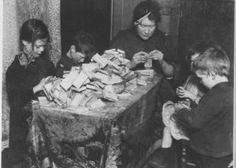 Matchbox making was the lowest paid home work. Women and children spent 12 hours a day pasting together strips of paper and wood to form lids and trays and paying for their own paste and fire to dry the boxes. Victorian London, Victorian Era, Vintage London, Edwardian Era, Poor Children, Working With Children, Children Play, Historical Fiction Authors, Old London