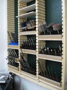 Drill rack - building instructions to build yourself - . - Drill rack – building instructions to build yourself – … – # instructio - Garage Workshop Organization, Diy Garage Storage, Workshop Storage, Tool Storage, Storage Rack, Organization Ideas, Woodworking Shop Layout, Woodworking Workshop, Woodworking Plans
