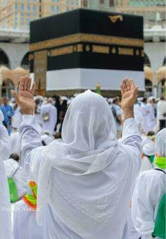 Subhan Allah so beautiful in Makkah Shareef Mecca Madinah, Mecca Masjid, Masjid Al Haram, Muslim Men, Muslim Girls, Islamic City, Muslim Photos, Medina Mosque, Mecca Wallpaper