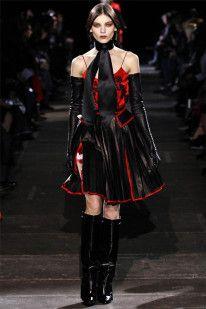Givenchy Parigi - Collections Fall Winter - Shows - Vogue. Dark Fashion, Gothic Fashion, Love Fashion, Fashion Art, High Fashion, Fashion Show, Fashion Looks, Fashion Outfits, Vampire Fashion