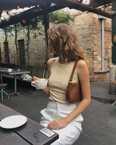 15 Tank Top Outfits You Will Want To Wear All Summer 15 Tank Top Outfits, die Sie alle Sommer # Sommeroutfits # Sommer # Damenmode tragen möchten Simple Summer Outfits, Spring Outfits, Trendy Outfits, Cute Outfits, Casual Summer, Summer Wear, Summer Street Wear, Simple Ootd, Simple Girl