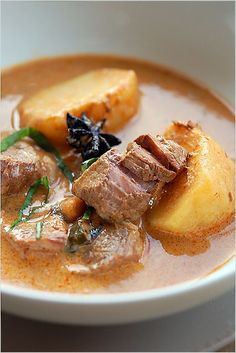 Massaman Curry Beef - This weeks Travel Pinspiration on the blog (Thai Food Dishes).