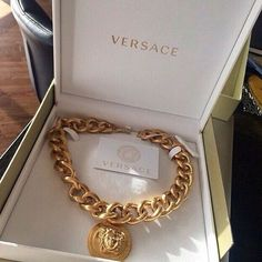 Chic - latest designer trends, high fashion accessories on We Heart It Versace Necklace, Versace Jewelry, Luxury Jewelry, Versace Chain, Versace Gold, Perfume, Babygirl Necklace, Fashion Blogger Instagram, Jewelry Accessories