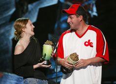 Pin for Later: Revivez en images les meilleurs baisers de cinéma récompensés aux MTV Movie Awards ! Adam Sandler et Drew Barrymore, 1998