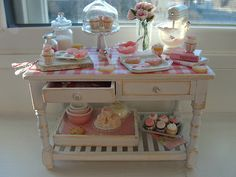 Pretty in pink table 1:12 | Kim Saulter | Flickr