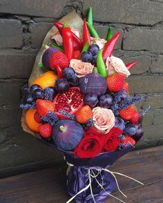 a bouquet of whole fruits as a gift: 10 thousand fig.- букет из целых фруктов в подарок: 10 тыс изоб… a bouquet of whole fruits as a gift: 10 thousand images found in Yandex. Fruit Flowers, Bunch Of Flowers, Dried Flowers, New Fruit, Fruit Art, Vegetable Bouquet, Food Bouquet, Edible Bouquets, Fruit Gifts