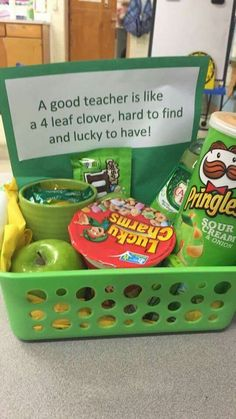 Awesome gift idea for teachers! Green Saint Patrick's Day themed DIY gift basket idea. Awesome gift idea for teachers! Green Saint Patrick's Day themed DIY gift basket idea. Simple Gifts, Easy Gifts, Creative Gifts, Homemade Gifts, Cute Gifts, Cute Teacher Gifts, Teacher Gift Baskets, Teacher Birthday Gifts, Diy Birthday