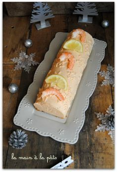 Salmon and shrimp log La ma Salmon And Shrimp, Vegetable Drinks, Köstliche Desserts, Food Festival, Charcuterie, Holiday Recipes, Entrees, Brunch, Food And Drink