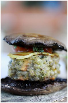Buckwheat burger with portobello bun (*made) Sweet Potato Patties, Candida Diet, Freezer Meals, Freezer Recipes, Buckwheat, Portobello, Salmon Burgers, Vegan Vegetarian, Sandwiches