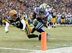 50be824875051b Here s a closer look at the fourth quarter Dez Bryant catch that was  reversed by officials after the Green Bay Packers challenged the play.