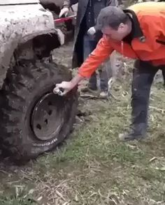 Tech Discover Animated GIF - Wheel repair on a truck Funny Jokes Hilarious Mind Blown Best Funny Pictures Animated Gif Life Is Good The Incredibles Animation Cool Stuff Stupid Funny, Funny Jokes, Hilarious, Auto Gif, Amazing Cars, Awesome, Funny Clips, Useful Life Hacks, Funny Videos