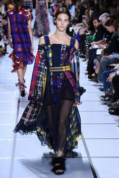 サカイ(sacai)2018年春夏コレクション Gallery72 Tartan Fashion, Quirky Fashion, All Fashion, Fashion Addict, Everyday Fashion, Runway Fashion, Fashion Show, Fashion Outfits, Womens Fashion