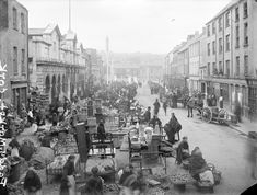 Women in shawls move about a busy Paddy´s market (also known as The Coal Quay) in Cork City c. Old Pictures, Old Photos, Antique Photos, Vintage Photos, Cork City Ireland, Images Of Ireland, Foto Madrid, Im Coming Home, Belize City
