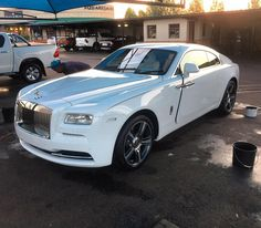 Simple but very cleanly specd Roller Wraith spotted at Midstream Estates by @josua_loots #ExoticSpotSA #Zero2Turbo #SouthAfrica #RollsRoyce #Wraith