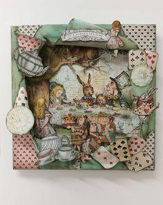 Alicia Wonderland, Alice In Wonderland Crafts, Wonderland Party, Cardboard Sculpture, Book Sculpture, Alice Book, Paper Art, Paper Crafts, Chesire Cat