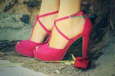 ¡#BuenosDías bellezas! ¡Hoy nuevo outfit post con @Marypaz Hernandez Shoes! #Shoelover http://www.heelsandroses.com ¿os gusta?  pic.twitter.com/eHczRS101i