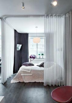 1 sol en parquet gris foncé chambre a coucher chic chaise rose foncé cloison amovible ikea pas cher