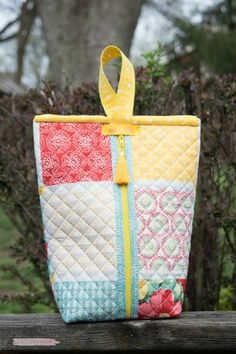 It's Bunny Time! I don't know about you, but I love sewing for Easter. Here's not one bunny sewing pattern, but 20 free sewing patterns Sewing Hacks, Sewing Tutorials, Sewing Crafts, Sewing Tips, Sewing Ideas, Makeup Bag Tutorials, Bags Sewing, Leftover Fabric, Love Sewing