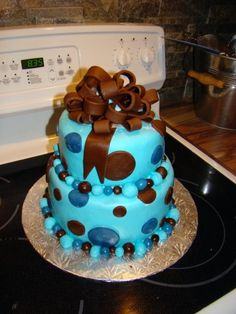 Boy baby shower cake---I would leave out the bow!