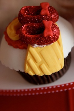 Ruby slipper cupcakes for wizard of oz party! Fancy Cupcakes, Baking Cupcakes, Cupcake Recipes, Cupcake Bakery, Cupcake Cookies, Shoe Cupcakes, Pretty Cakes, Beautiful Cakes, Handmade Ice Cream