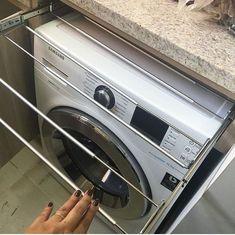 Ordem na lavanderia: ganhe espaço com estratégias bem simples Laundry Decor, Laundry Room Design, Interior Design Living Room, Living Room Designs, Küchen Design, House Design, Laundry Room Inspiration, Small Space Living, Home Decor Trends