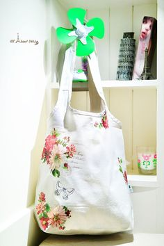 The latest stylish bag on one of my friends request. Decoupage Art, Everyday Items, Purses And Bags, Artsy, Reusable Tote Bags, Stylish, Friends, Crafts, Amigos
